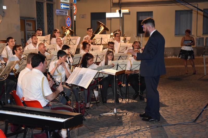 37 musicisti diretti dal Maestro Michele Fioroni