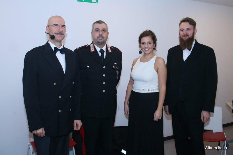 Da sinistra, Baritono Enrico Cossutta, M. llo Ord. CC Andrea Bagnolo, Soprano Ilaria Alida Quilico, Direttore Michele Fioroni