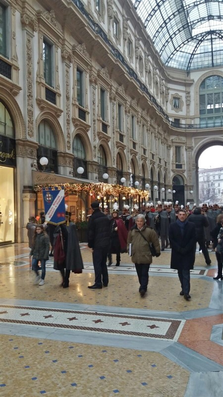 In sfilata per la Galleria Vittorio Emanuele II